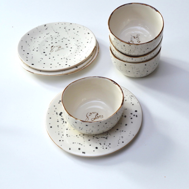 Handgemaakt porselein servies voor Sam & Loes: kom en bord Handmade porcelain tableware for Sam & Loes: plate and bowl